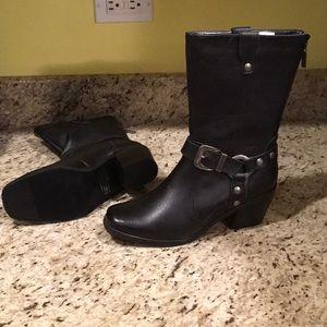 Milwaukee Black leather women's boots